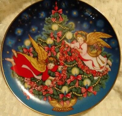 1995 Avon Christmas Collectors Plate - Angels Trimming the Tree - 22k Gold Trim