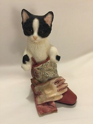 Country Artists 'KITTEN IN SHOE' #02229 Cat Figurine dated 2001