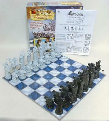 Harry Potter Wizard Chess Set 32 Pieces + Gameboard 100% Complete 2002