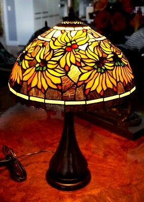 Beautiful Tiffany Style Lead Light Desk Lamp With Black Glass And Flowers