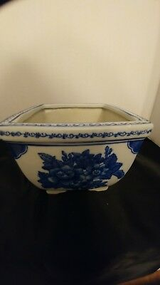 """Pre-Owned Blue and White Chinese Ceramic Planter, Flowers 6.5x 6 5"""" H. 5 inches."""