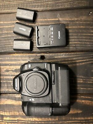 Canon EOS 5D Mark II 21.1MP Digital SLR Camera + Vertical Grip + 3 Batteries