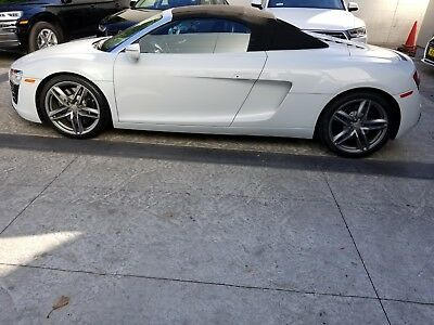 2015 Audi R8 SPYDER AUDI R8 SPYDER   WITH ONLY 8800 MILES , WHITE ON BLACK TOP COST $137000.00