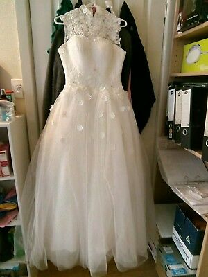 Wedding / bridal dress gown size 8? very new was $339