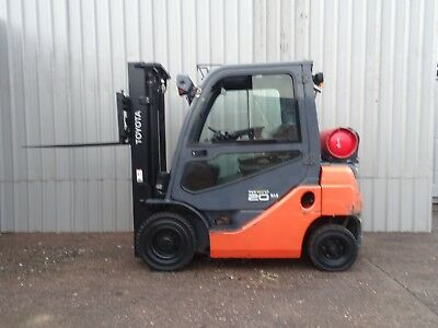 TOYOTA 8FGF20. 3300mm LIFT. USED GAS FORKLIFT TRUCK. (#2222)