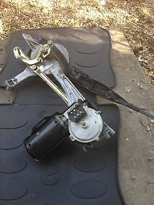 Mercedes Benz Coupe 300CE W124 1995 Front Wiper Motor & Linkage- Bosch 058