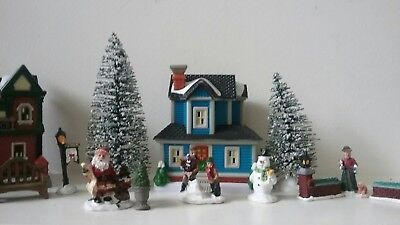 Cobblestone Corners Miniatures Christmas Village (17 Piece Set)
