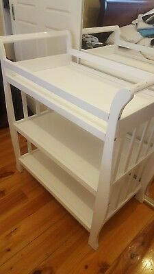 Baby change table with shelfs