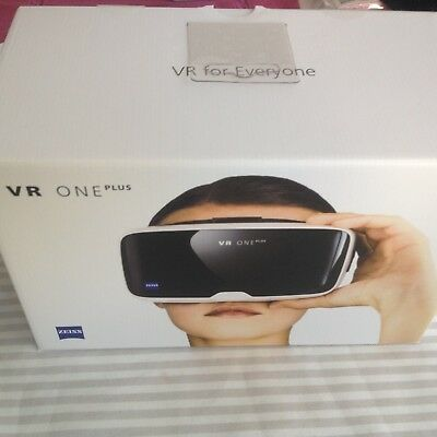 Zeiss VR ONE Plus Virtual Reality Brille 3D Neu & OVP
