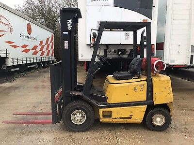 Yale 2.5 Ton L.P.G. Fork Lift with Side Shift