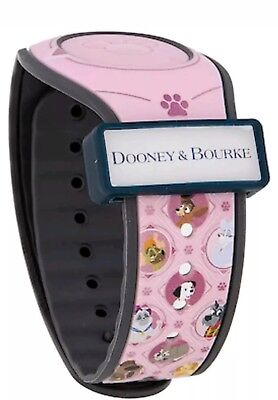 Disney Dogs Dooney And Bourke Magicband Magic Band 2 LE 3000 in hand