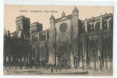 32 Auch , Place Salinis , La Cathedrale