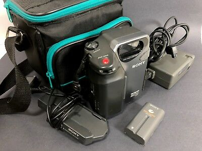 Sony Handycam CCD-SC5 Video 8 Camcorder with Cables, Charger and Bag - POWERS ON