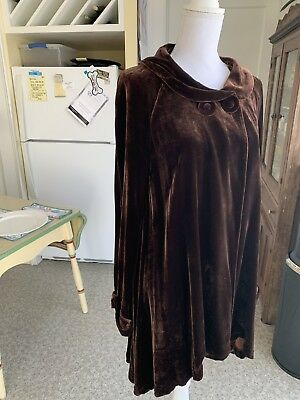 GORGEOUS EVENING WRAP!    Size 8, Very Dark Brown Velvet With A Very Nice Flow T