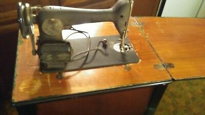 Vintage 1941 Singer Sewing Machine w/Queen Anne Cabinet Made in USA Nice Cond!