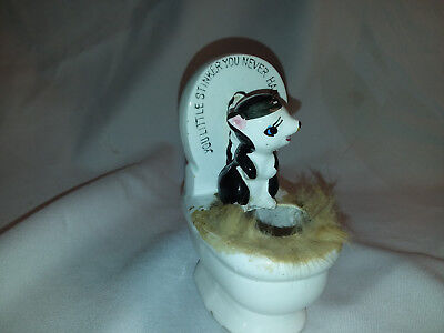 Vintage Small skunk little stinker ceramic figurine #  3314