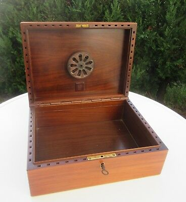Vintage wooden Humidor Dunhill Paris Cigar box case with key