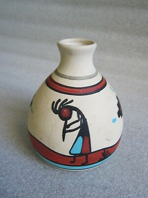 Beautiful Original Vintage Native American Indian Pottery Hand Painted Vase