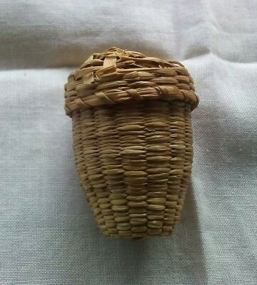 Vintage Sweet Grass thimble holder basket with lid.