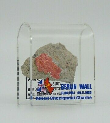 SMALL AUTHENTIC PIECE OF THE BERLIN WALL IN AN ACRYLIC DISPLAY, Germany, CPC-S