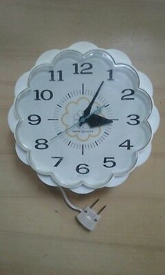 Vintage mid-century General Electric GE white daisy wall clock, retro, works!