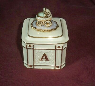 "Lenox China Sentiment Collection Baby Box Gold & Ivory  2"" x 2"" x 3.25"""