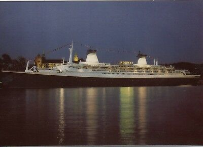 Norwegian Caribbean Lines paquebot NORWAY ex FRANCE in Oslo in 1980