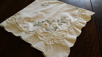 "Beautiful white vintage cotton tablecloth embroidered with daisies - 34"" x 34"""