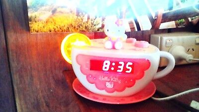 HELLO KITTY Tea Cup Clock Radio in Great condition.