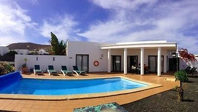 Villa in Playa Blanca, Lanzarote, fast Wifi/Air-con/heated pool - sleeps 6