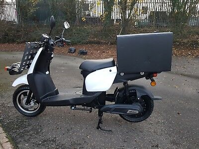 Electric DELIVERY Scooter Moped 3000W Road Legal 30MPH 50 Miles Distance at 30p