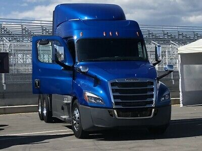 FREIGHTLINER CASCADIA BUMPER With Fog Light Holes With