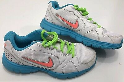 Womens White Blue Nike Size 6Y Athlitic Shoes Sport Outdoors Girls