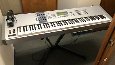 Yamaha Motif ES8 Keyboard, Effects and Synthesizer w/ Pro Stand and Pedal