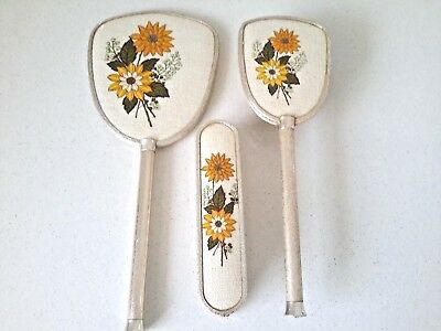 mirror ,hair brush ,& clothes brush 3 pce set vintage great cond