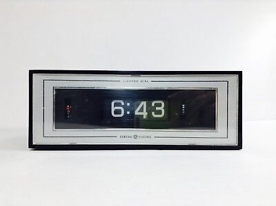 Vintage General Electric Desktop Flip Clock With Alarm - Lighted Dial - Working