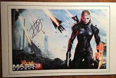 "MASS EFFECT 3 ""COMMANDER SHEPARD"" voiced by JENNIFER HALE Signed Photo"