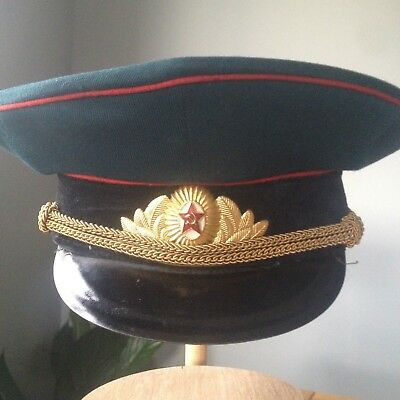 1970s SOVIET ARMY ARMOUR/ARTILLERY/SPECIAL TROOPS OFFICERS PARADE CAP WITH BADGE