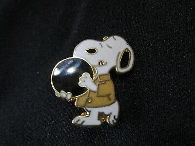 Snoopy Bowling Ball Lapel Hat Pin Peanuts Charlie Brown