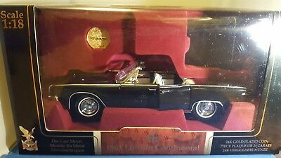 1:18 diecast 1961 Lincoln Continental Convertible by Signature in black