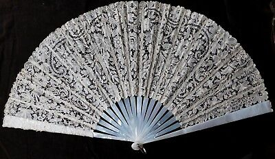 Large Antique Lace And Mother Of Pearl Hand Fan, 34.5 Cm Long