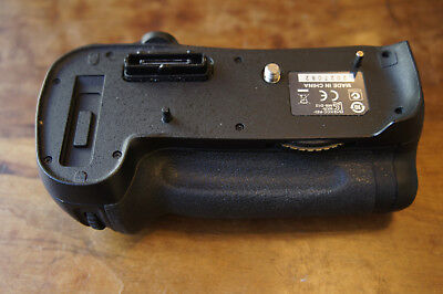 Nikon genuine MB-D12 Battery Grip with BL-5 Battery Chamber for EN-EL18 Battery