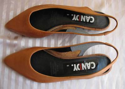 """Vintage 1980s Tan Leather Ladies Shoes - Flat Heel - Women's Size 8B - """"as new"""""""