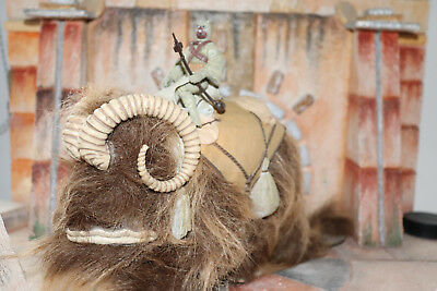 Bantha WithTusken Raider Star Wars Power Of The Force 2 1998