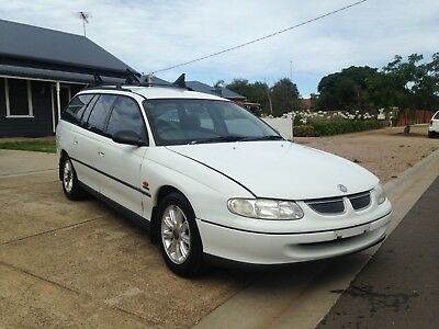 1999 vt  holden commodeore wagon kayak roof racks calais rims comes with rwc