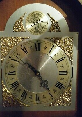 Hertz Grandfather Clock WorkingBought $2500 can deliver for $50 <25kms from 3095