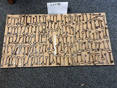 LOT DE 160 CLEFS ANCIENNE CHIAVE KEY Schlüssel  LOT 3
