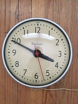 Vintage Simplex #95924 Electric Wall Clock with 9-1/2 inch Convex Glass Face