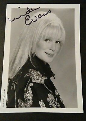 Linda Evans hand-signed autographed black and white 5x7 photo