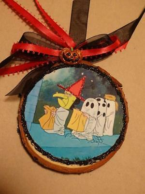 Handcrafted Peanuts Gang wood slice Glittered Halloween Ornament witch Ghosts